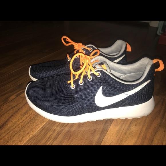cf9bcb0d3fa9 Nike Roshes navy blue EUC. M 5af910cd05f430c674c7ab71